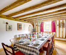 Book-Old-Guild-Hall-Holiday-Cottage