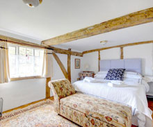 Stay-Old-Guild-Hall-Holiday-Cottage